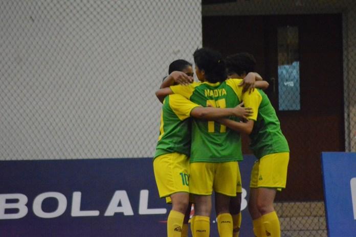 Luapan kegembiraan tim UNJ saat berhasil masuk final setelah mengalahkan Usakti dengan skor 1-0 pada LIMA Futsal Nationals 2017