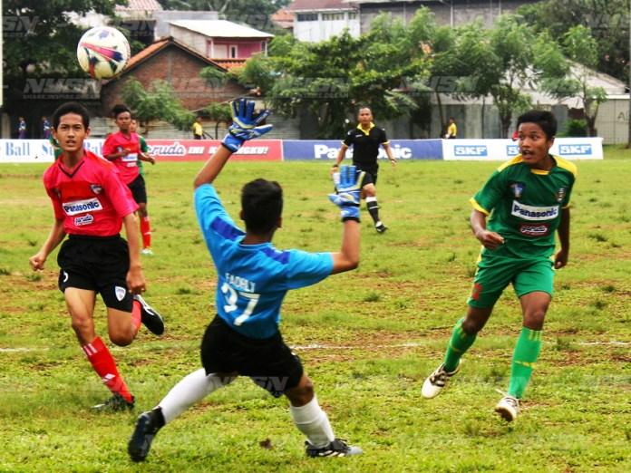 Siaga-Pratama-(hijau)-bermain-sangat-baik-ketika-menghadapi-JFA