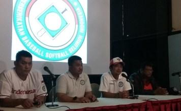Ketua Umum PB Perbasasi Andika Monoarfa (bertopi) saat acara launching Jersey Timnas PB Perbasasi di Jakarta. (Art/NYSN.com)