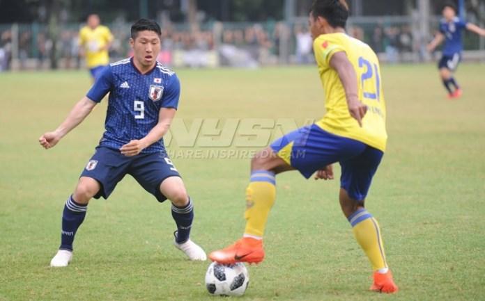 Laga ujicoba Timnas U-19 Jepang (biru) kontra Cilegon United pada Kamis (22/3) di Lapangan ABC, Senayan, Jakarta. (Pras/NYSN)