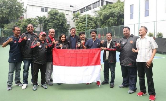 Dua atlet SKO Ragunan, Jakarta, mengikuti Kejuaraan Remaja Angkat Berat di Uzbekistan, 20-30 April 2018. (Kemenpora)