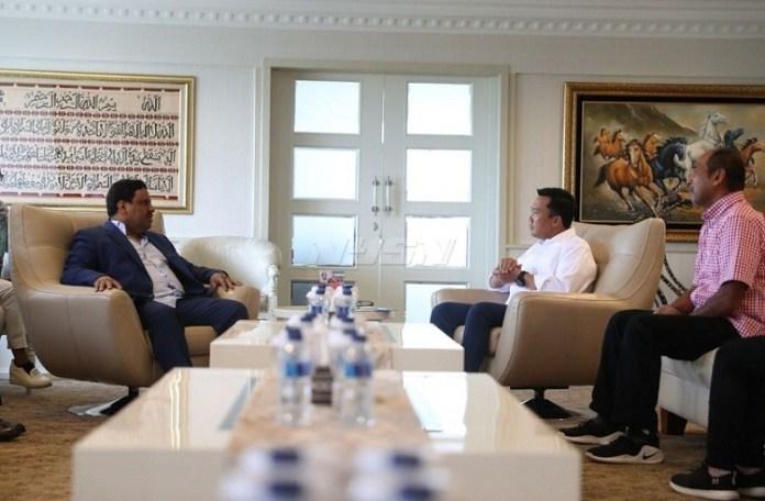 Menpora Imam Nahrawi menerima audiensi dari President Air Sport Federation of Asia (ASFA) Mubarak Suwailem, di Kantor Kemenpora, Senayan, Jakarta, Rabu (11/4). (Kemenpora)