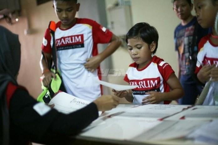 Sebanyak 143 peserta yang berasal dari enam kategori kelompok umur, lolos tahap screening Audisi Umum Djarum Beasiswa Bulutangkis 2018 di GOR Hevindo, Balikpapan, Sabtu (14/4). (dok.PB Djarum)