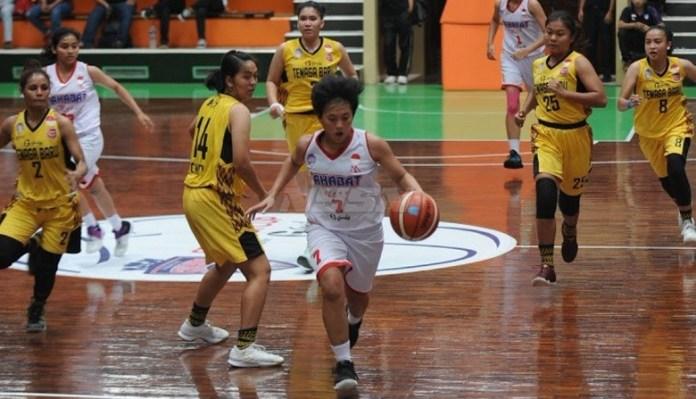 Tim Tenaga Baru Pontianak (Kuning) asal Kalimantan Barat membidik posisi tiga babak Play Off Srikandi Cup 2017-2018. (Pras/NYSN)