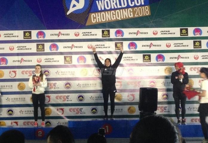Aries Susanti Rahayu meraih emas setelah menjadi yang tercepat dalam kejuaraan dunia panjat tebing di Chongqing, China, Minggu (6/5). (net)
