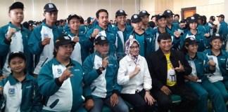 Atlet Forki Tangsel dilepas Wali Kota Tangerang Selatan (Tangsel), Airin Rachmi Diany, mengikuti POPDA IX Banten 2018. (isitmewa)