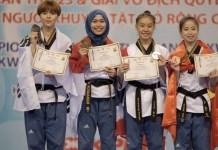 Atlet taekwondo Defia Rosmaniar (kedua dari kiri) meraih medali emas di Kejuaraan Asia Taekwondo 2018, di Ho Chi Minh, Vietnam, 24-28 Mei. (kompas.id)