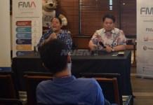CEO & Chairman FMA, David Khim (kanan), memberi keterangan soal penarikan lisensi operator tv kabel tayangan Piala Dunia 2018 dari SuperPass. (Ham/nysn)