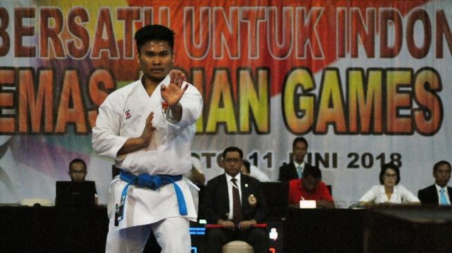 Karateka pelatnas Andi Dasril Dwi, saat berlaga pada Kelas Kata Perorangan, ketika mengikuti seleksi akhir Timnas inti Asian Games 2018, di Ciloto. (suara.com)