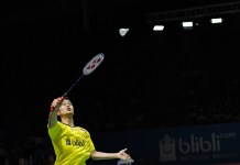 Anthony Sinisuka Ginting, gagal melaju ke perempat final Blibli Indonesia Open 2018 HSBC BWF World Tour Super 1000, usai ditaklukkan pemain Jepang, Kento Momota, dua gim langsung 17-21, 14-21. (Pras/NYSN)