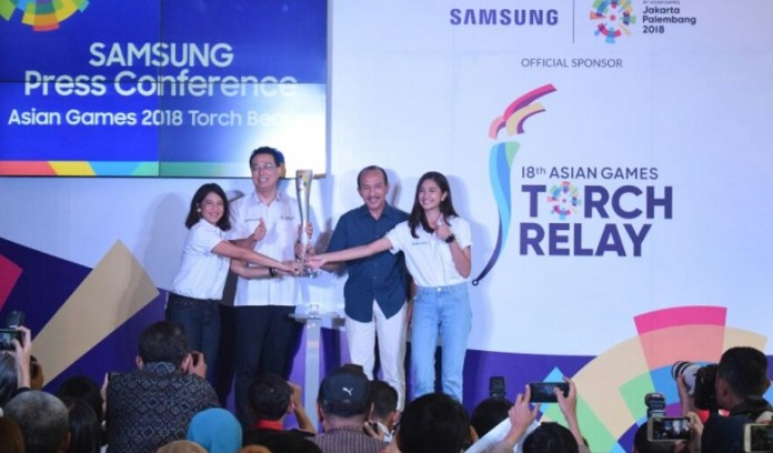 Dua artis papan atas Indonesia, Dian Sastrowardoyo dan Mikha Tambayong, terpilih sebagai duta pembawa obor Asian Games 2018, usai mendapatkan kepercayaan terlibat dalam tahapan kejuaraan multi event empat tahunan ini. (Dre/NYSN)