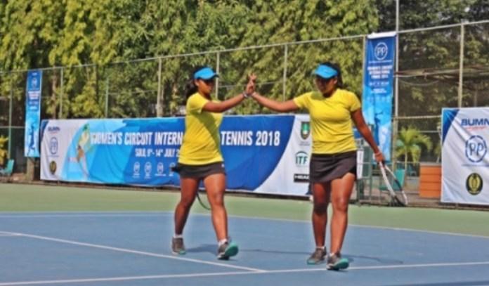 Duet kembar Fitriani Sabatini/Fitriana Sabrina melaju ke final turnamen Women's Circuit 2018, usai menekuk ganda China, Zhima Du/Shou Na Mu, lewat partai tiga set 3-6, 6-2, (10-5). (antaranews.com)
