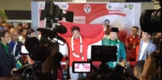 Menpora Imam Nahrawi secara resmi menyambut kedatangan juara dunia lari 100 meter U-20 Lalu Muhammad Zohri di Bandara Soekarno Hatta Jakarta, Selasa. (Antaranews.com)