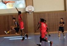 Tim basket putra Sekolah Kharisma Bangsa (hitam) kembali menelan kekalahan di pertandingan kedua, melawan AAS Fresnes, dengan skor 46-61. (SMABA)