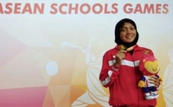 Perenang 18 tahun, Adinda Larasati Dewi, meraih emasnya yang kedua, Pada hari ketiga ASEAN School Games (ASG) 2018, usai merajai nomor 50 meter gaya kupu-kupu mencatatkan waktu 28,28 detik. (antaranews.com)