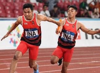 Lalu Muhammad Zohri bersama Tim Lari Estafet 4x100 Meter putra Indonesia, yang beranggotakan Fadlin Eko Rimbawan, dan Bayu Kertanegara, meraih medali perak dalam cabor atletik, usai mengukir catatan waktu 38,77 detik, atau lebih lambat 61 detik dari Tim Putra Jepang. (solopos.com)