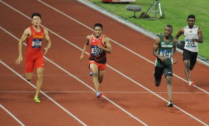 Takluk dari sprinter China dan Kenya, pelari Indonesia asal Lombok, Lalu Muhammad Zohri (400), gagal meraih medali, pada final lari 100 meter putra Asian Games 2018. Ia hanya mampu berada di posisi tujuh, dari delapan finalis, di Stadion Utama Gelora Bung Karno (SUGBK), Senayan, Minggu (26/8). (Pras/NYSN)