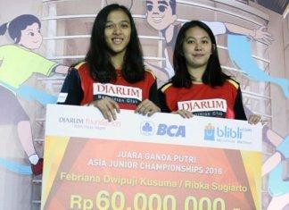 Djarum Foundation memberikan apresiasi berupa bonus Rp 60 juta kepada Febriana Dwipuji Kusuma/Ribka Sugiarto setelah menjadi kampiun di Kejuaraan Asia Junior 2018. (PB Djarum)
