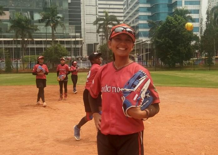 Kapten Timnas Sofbol Putri Asian Games XVIII/2018, Cresida Mariska Dwiyanti dan kolega berusaha realistis, dalam menghadapi ajang Asian Games XVIII/2018. (Adt/NYSN)