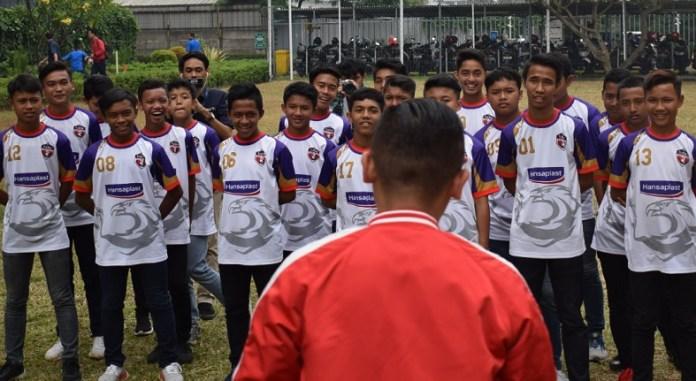 Tim Hansaplast TopSkor Indonesia (TSI) U-14 digembleng ala semi militer sebelum tampil dalam Turnamen Gothia Cup China 2018 level B14 (Boys 14), yang berlangsung 12-18 Agustus 2018, Qingdao, China. (Ham/NYSN)