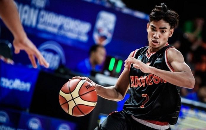 Yesaya Alessandro Michael akhirnya gagal membawa Indonesia ke perempat final FIBA U-18 Asian Championship 2018, usai takluk dari Cina 45-102. (fiba.basketball)