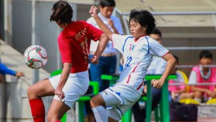 Timnas Putri U-16 (merah) dipastikan gagal lolos ke Piala Asia Putri U-16 2019, usai kalah 1-3 dari Taiwan, pada laga penutup kualifikasi Grup D, di Stadion Dolen Omurzakov, Bishkek, Jumat (21/9). (twitter)