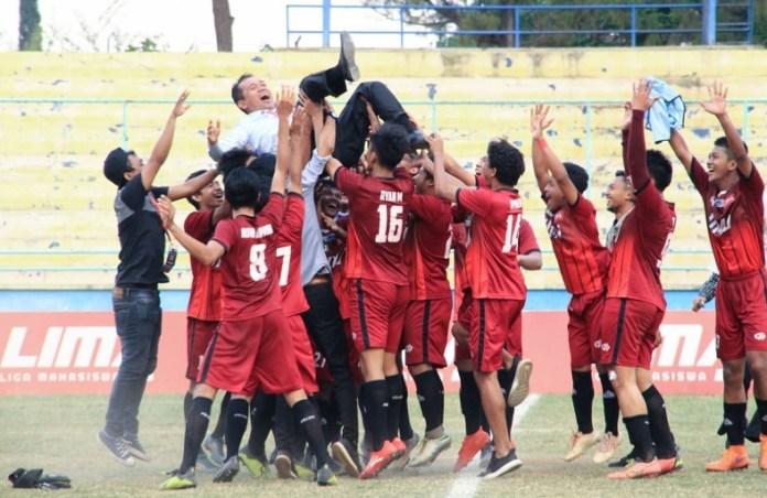 LIMA Football Nationals 2018 telah selesai. Di partai final, Universitas Muhammadiyah Jakarta (UMJ) unggul 1-0 atas Universitas Muhammadiyah Malang (UMM) dan menyegel Titel Juara LIMA Football Nationals 2018, pada Selasa (25/9), di Stadion Gelora Brantas, Batu, Malang, Jawa Timur. (LIMA)
