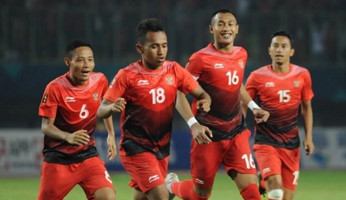 Evan Dimas (6), Irfan Jaya (18) dan Hansamu Yama (16) akan didampingi delapan pemain senior pilihan PSSI, jelang partai persahabatan melawan Mauritius, di Stadion Patriot Candrabhaga, Bekasi, pada Selasa (11/9). (Pras/NYSN)