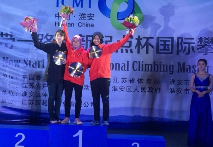 Sebelum tampil di kualifikasi Olimpiade, di Prancis pada 2019, Aries Susanti Rahayu (tengah) dan kawan-kawan, diminta tampil fight pada kejuaaraan dunia IFSC Climbing World Cup, di Wujiang, China, pada 20-21 Oktober 2018. (FPTI)