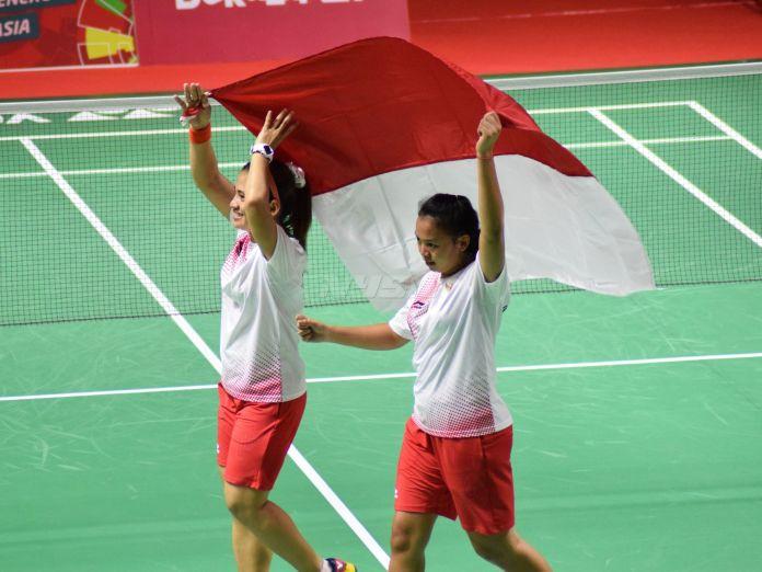 Leani Ratri Oktila dan Khalimatus Sadiyah Sukohandoko, meraih medali emas pada sektor ganda putri Bulutagkis SL3-SU5. (Rizal/NYSN)