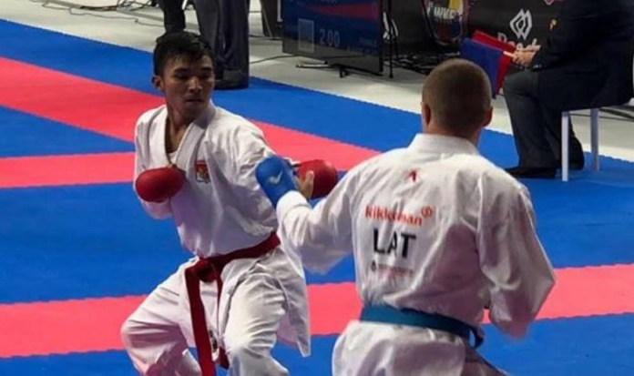 Meski Rifki Ardiansyah Arrosyiid (sabuk merah) takluk di tangan karateka asal Latvia, Kalvis Kalnins 0-2, dalam kondisi cedera kaki kanan pada Rabu (7/11), ia diyakini berpeluang besar menambah peringkat dunianya, karena berhasil lima kali tampil dalam Kejuaraan Dunia WKF, di Madrid, Spanyol. (Koran SINDO)