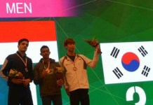 Pemanjat tebing asal Jawa Tengah berusia 18 tahun Kiromal Katibin (tengah), akhirnya berhasil meraih medali emas nomor Speed Youth A Putra, di ajang Asia Junior Championship 2018, di Chongqing, China, pada Minggu (5/11). (FPTI)