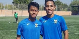 Dua pesepakbola muda Indonesia yang tergabung dalam tim Sepak Bola Anak Indonesia (SBAI), Andrian Rusdianto (kiri) dan Syukran Arabia Samual, bakal bergabung bersama klub liga Spanyol dari pinggiran kota Madrid, CD Leganes U-16. (bolalob.com)
