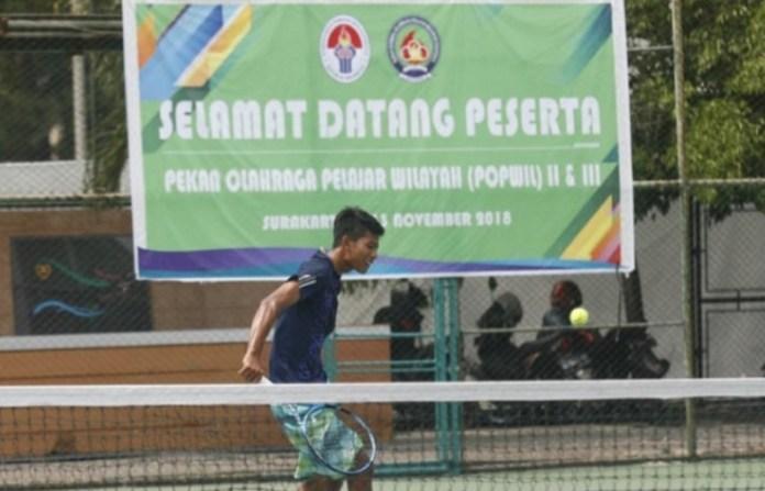 Cabang olahraga (cabor) tenis lapangan, dipertandingkan dalam Pekan Olahraga Pelajar Wilayah (POPWIL) II dan III 2018. Cabor Tenis lapangan berlangsung di kawasan arena tenis GOR Manahan, Solo, Jawa Tengah. POPWIL II dan III yang kali ini digabung pelaksanaannya, berlangsung 8-13 November. (TopSkor.id)