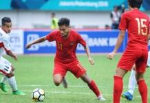 Saddil Ramdani (11/merah), pemuda kelahiran Raha, Sulawesi Tenggara, 2 Januari 1999, anggota Timnas U-19 dan winger Persela Lamongan, kabarnya jadi wonderkid Indonesia termahal yang tampil di Liga 1208, dengan harga mencapai Rp 2,5 Miliar. (Pras/NYSN)