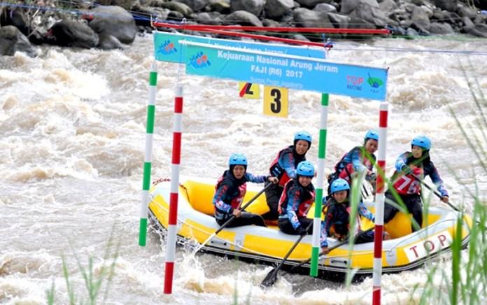 Pengprov Federasi Arung Jeram Indonesia (FAJI) Jawa Barat siap menggelar Kejurnas R6 2018 dan mempertahankan titel juara bertahan, yang akan berlangsung di Sungai Ciwulan, Kawalu, Tasikmalaya pada 13 hingga 16 Desember 2018. (extremeina.com)