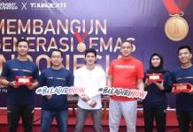 Dalam acara forum diskusi terbuka di Bekasi, hadiri Iko Uwais (kaos putih/Founder Thunder11), bersama Wakil Walikota Bekasi, Tri Adhianto (kaos merah) serta Taufik Krisna (Pelatih Atlet Nasional Taekwondo Indonesia), Anis Fuad (CEO Sahabat Olahraga), Defia Rosmaniar (Peraih Medali Emas Asian Games 2018), dan Sandy Suardi (Pelatih Fisik Atlet Nasional Taekwondo Indonesia). (istimewa)