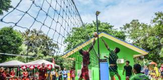 Sebanyak 48 tim bola voli, bakal meramaikan persaingan untuk menjadi yang terbaik di ajang Festival Olahraga Rakyat Sepanjang Tahun (FORST) tingkat Kota Jakarta Pusat, pada 8-9 Desember 2018. (poskotanews.com)