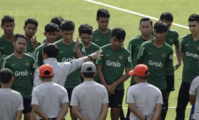Pelatih Timnas U-22, Indra Sjafri, resmi memulangkan lima pemain dari pemusatan latihan yang berlangsung di Jakarta. Kini Timnas U-22 memiliki skuat untuk Piala AFF U-22 2019, yakni 30 pemain plus tiga nama yang sedang berkarier di luar negeri. (bola.com)