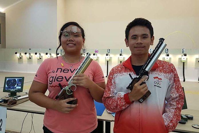 Dua petembak asal Bali nomor air pistol untuk kategori youth (U-17) yang tengah mengikuti Seleknas (seleksi nasional) atlet menembak untuk Pelatnas (pemusatan latihan nasional) SEA Games 2019, yakni Lely Sulistya Dewi Tirtajaya (kiri) dan Kadek Rico Vergian Dinatha, berkesempatan berlatih di Kuwait, mulai 1-7 Februari 2019. (balipost.com)