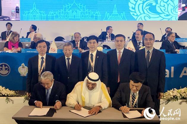 Penandatanganan memo antara OCA dengan Pemerintahan Shantou untuk menyelenggarakan Asian Youth Games 2021 (03/03). Photo : people.cn