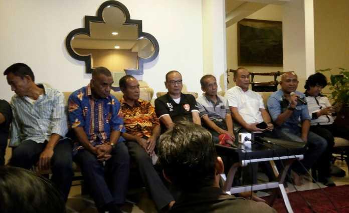 Sejumlah mantan pemain tim nasional (Timnas) Indonesia mendorong Rahim Soekasah maju dalam pencalonan Ketua Umum (Ketum) Persatuan Sepak Bola Seluruh Indonesia (PSSI). (Adt/NYSN)