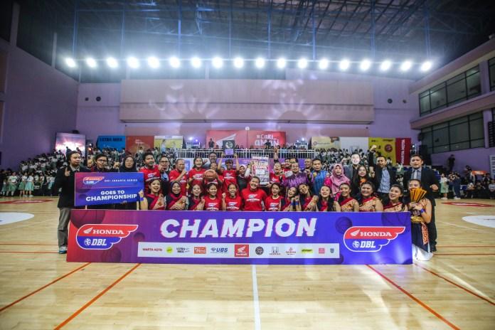 SMAN 1 Jakarta berhasil menahbiskan diri sebagai juara putri Honda DBL 2019 DKI Jakarta Series-North Region usai mengalahkan SMA Santa Ursula dengan skor 37-33.
