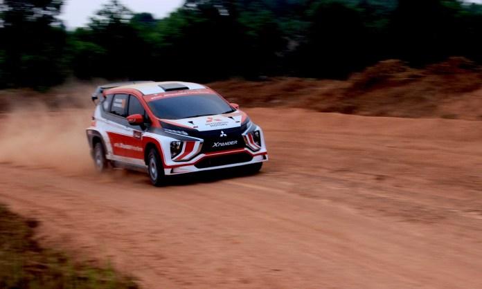 Xpander Rally Team (XRT) saat melakukan uji coba prototype Mitsubishi XPANDER AP4 di ajang Merdeka Sprint Rally 2019 (Kejurnas Sprint Rally Putaran 1) yang digelar di Sirkuit Tembong Jaya, Serang, Banten pada akhir pekan kemarin.