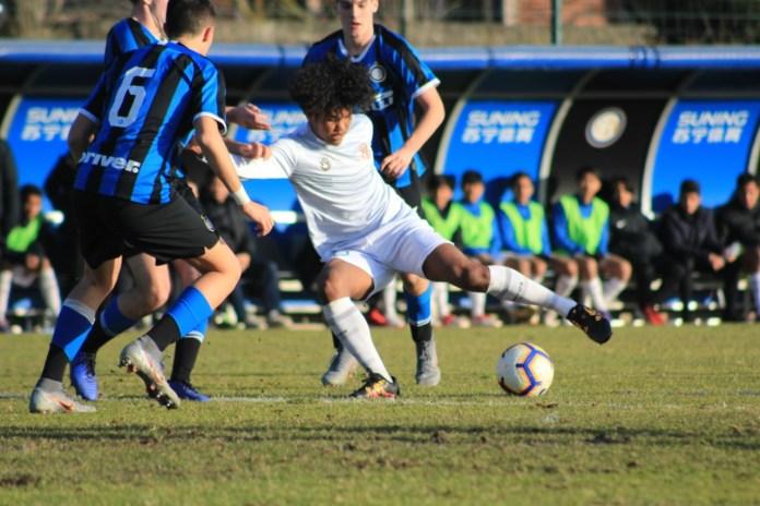 Bagus kahfi kehilangan fokus saat menghadapi 3 pemain inter U-17
