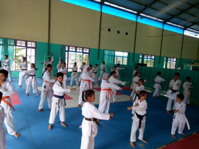 95 Karateka Junior Bersaing dalam Kejuaraan Kumite Pertama Se-Kalimantan Selatan