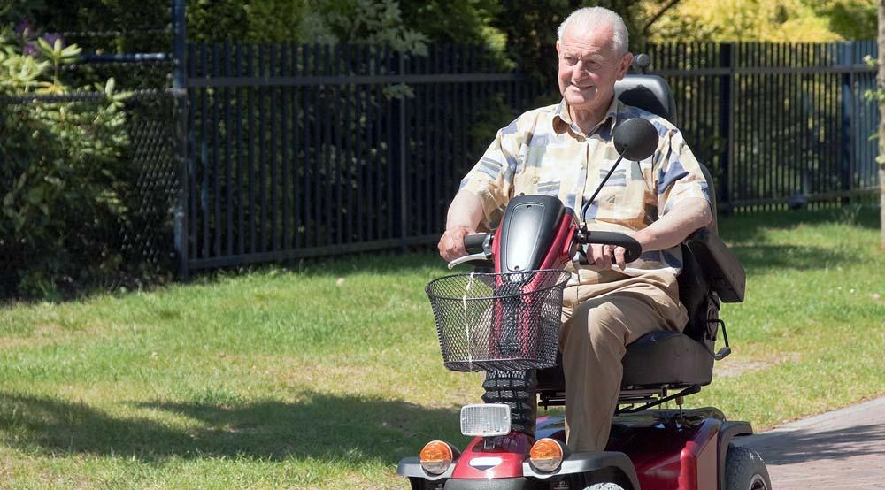 Motorra modern öregek!