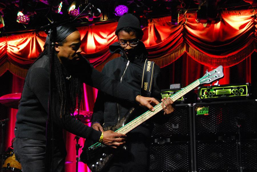 Doug+Wimbish+of+Living+Colour%2C+left%2C+passes+on+wisdom+to+fellow+bassist+Alec+Atkins+of+Unlocking+the+Truth+before+the+show+in+the+Brooklyn+Bowl.%0A