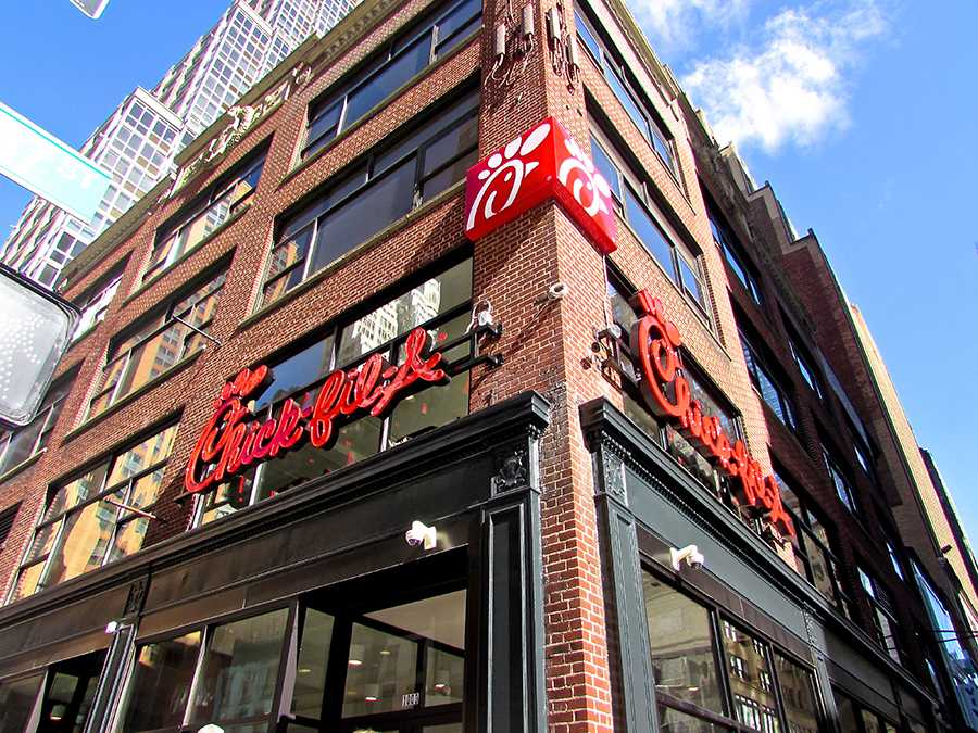 Chick-fil-a makes makes their debut with the grand opening of a new restaurant in Manhattan.