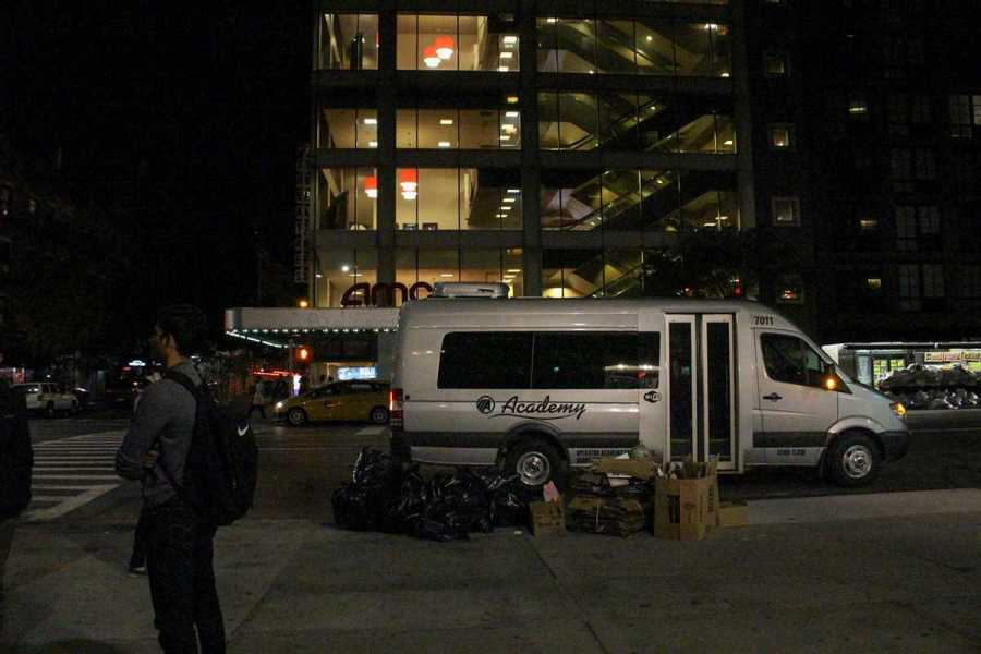 NYU+Safe+Ride+cars+outside+Third+Avenue+North+Residence+Hall.+%28Photo+by+Veronica+Liow%29